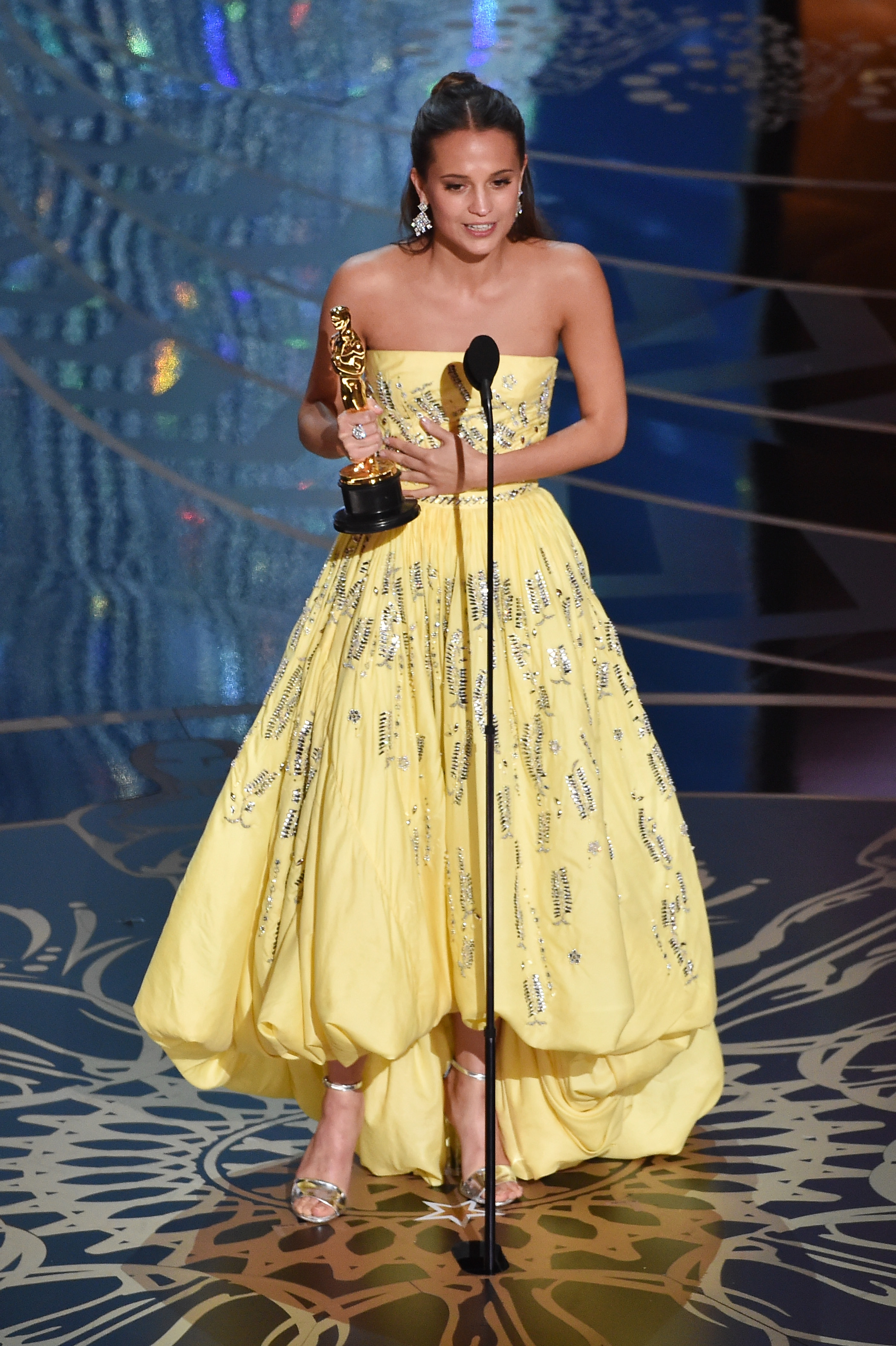 "Alicia Vikander Wins 2016 Oscar for Best Supporting Actress in ""The"