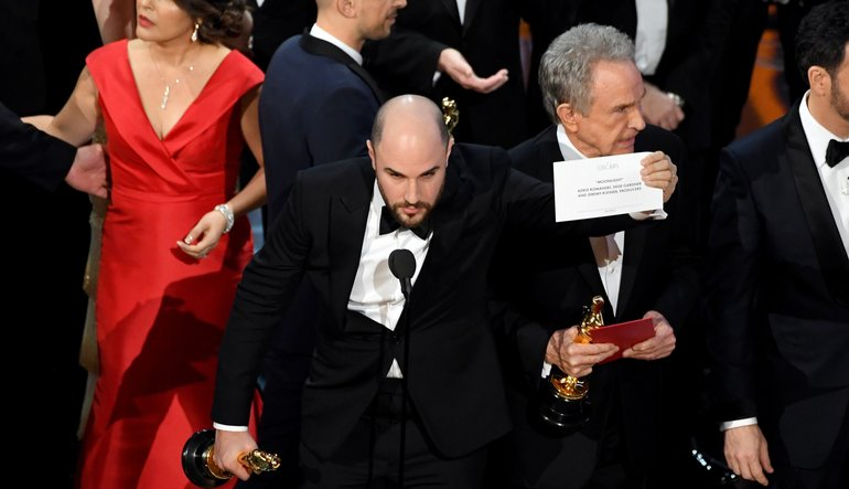 Moonlight Wins Best Picture After 2017 Oscars Envelope Mishap ...