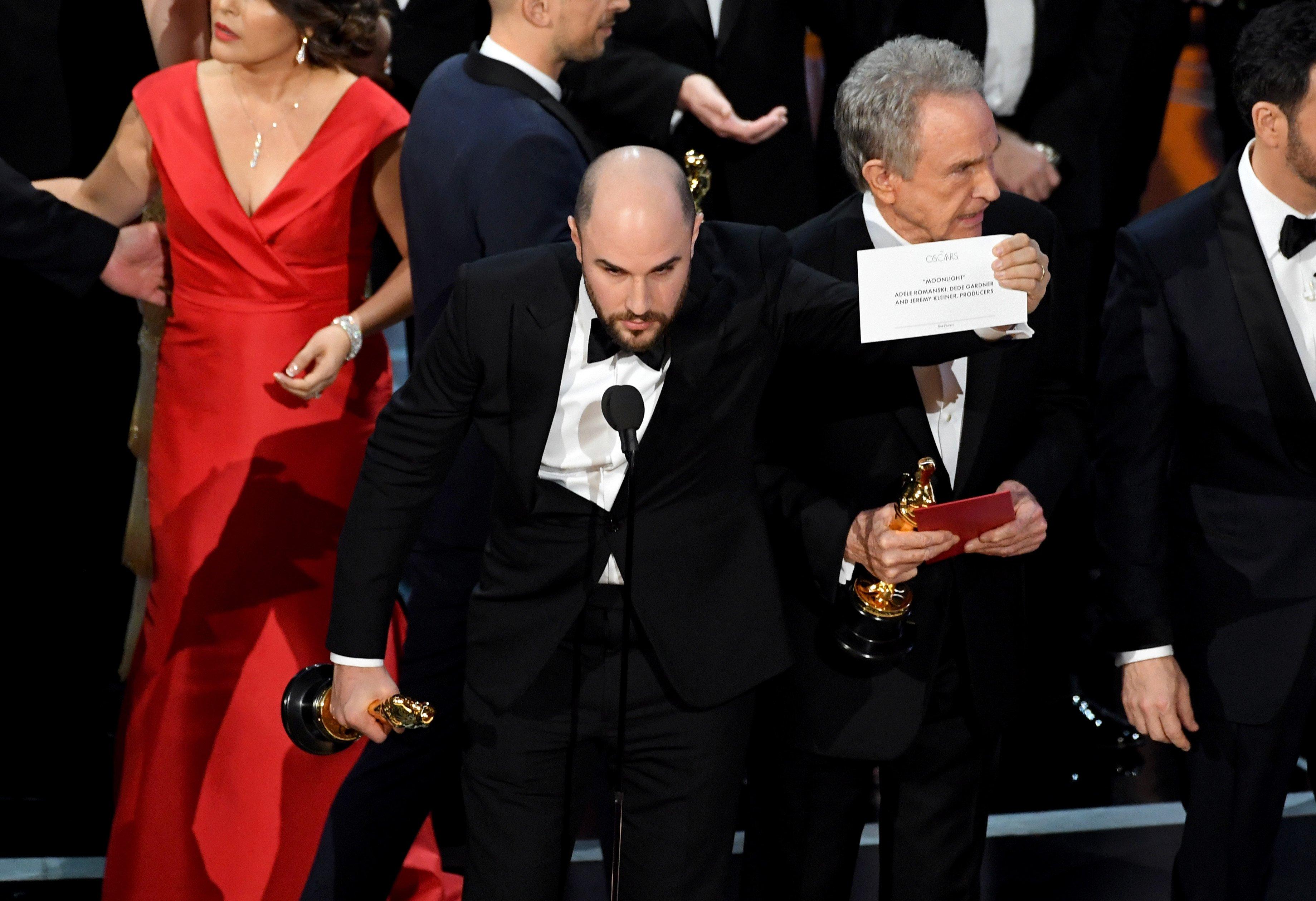 Moonlight Wins Best Picture After  Oscars Envelope Mishap