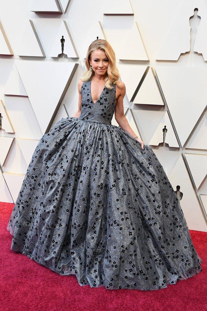Kelly Ripa's Oscar Gown on 2019 Red Carpet: Oscars 2019