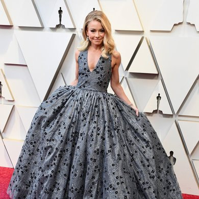 Kelly Ripa's Oscar Gown on 2019 Red Carpet